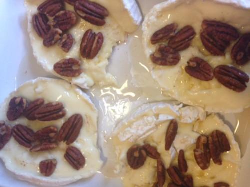 Geitenkaas met walnoten en honing