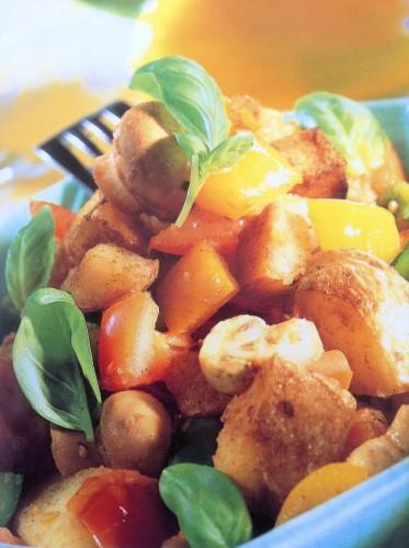 Gebakken aardappels met groenten