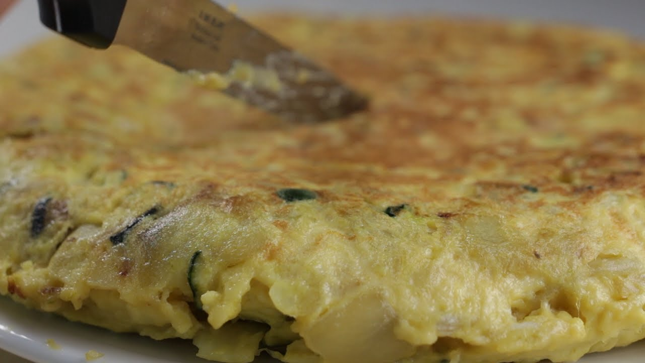 omelet met courgette en ui