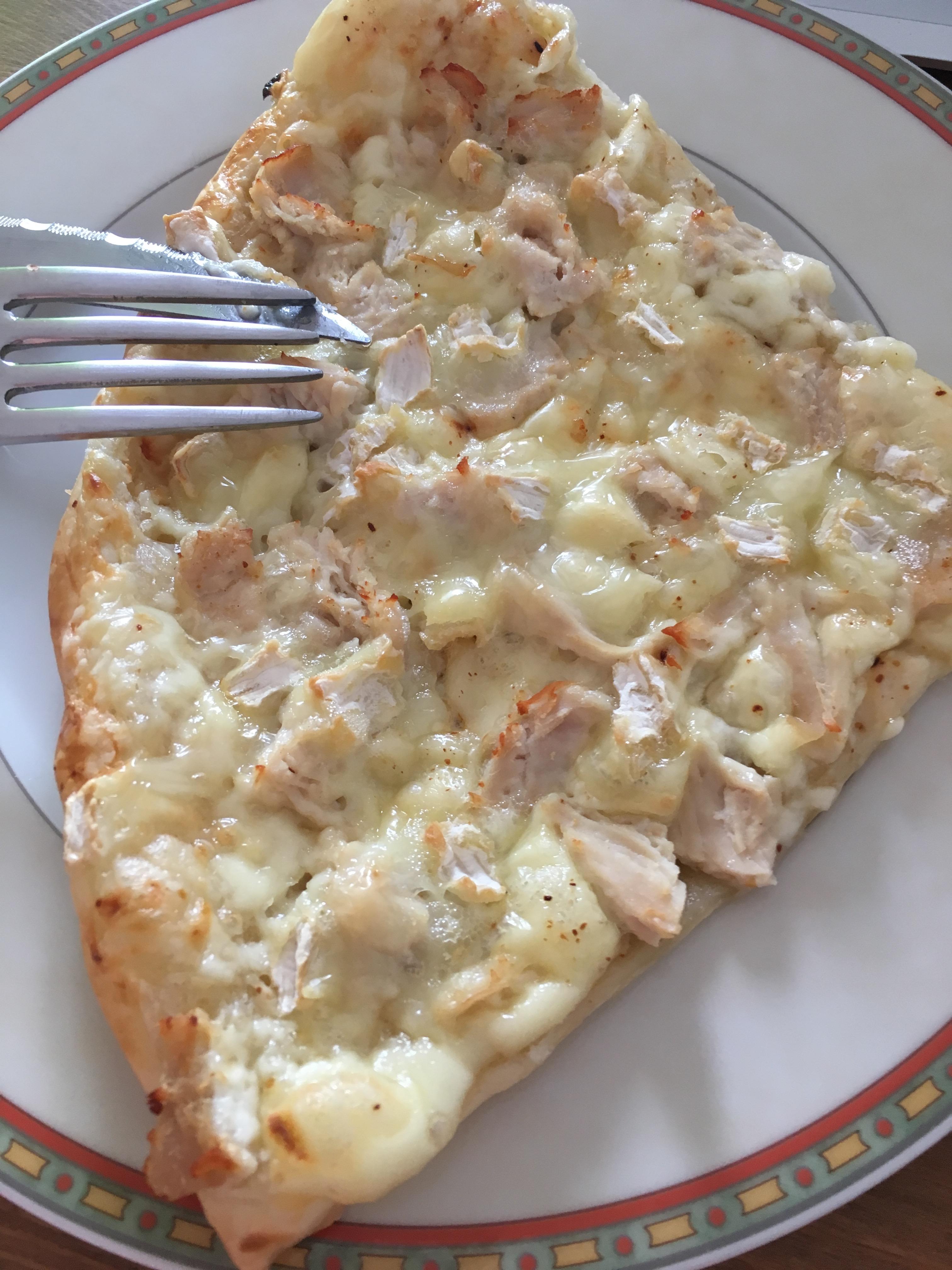 pizza met kip en twee kazen