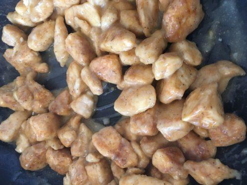 Gebakken kipfilet met kippenbouillon