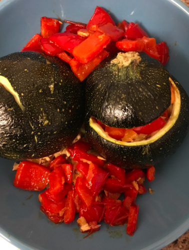 Gevulde courgette met zalm en paprika